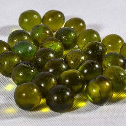 تیله های شیشه ای اسپری رنگ در سایز ۱۵ میلیمتری تولید می شود. البته سایزهای ۹ ، ۱۰ ، ۱۱ ، ۱۶ و ۱۸ میلیمتری هم بر اساس سفارش تولید می گردد.
